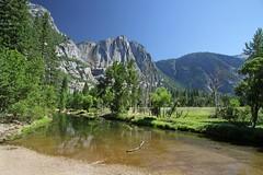 Yosemite Valley (Axel_) Tags: usa america canon river meadow wiese merced valley yosemite yosemitenationalpark idyll fluss tal yosemitevalley idylle gebirge idyllisch 50d bergtal usa2012