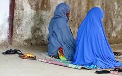 3 Praying (Peter Schnurman) Tags: africa women muslim praying east harar