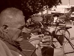 """DSC03853 (""""LINQUENDA"""") Tags: auto bw strand computer buch see wasser leute kinder menschen mann frau tod weiss viele schuhe schwarz medizin leben facebook bücher jugend haare schwanz busen anatomie philosophie hemden titten körper hosen titen anlle"""