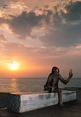 Charles Darwin (pepeplus2) Tags: sea sky sun sol clouds sunrise dawn monkey mono mar bottle banco charlesdarwin amanecer cielo mediterrneo botella stonebench remoteflash pontdelpetroli strobist wirelesstrigger nikkor35mmf18 nikond5000 pepeplus2 cactuswirelessv5 cactusaf50ttl