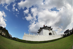 [urban] National Chiang Kai-shek Memorial Hall (Taotzu Chang) Tags: city blue sky urban cloud architecture canon circle landscape hall memorial fisheye national round chiang f4 中正紀念堂 kaishek 815mm pooldodo 中正紀念公園