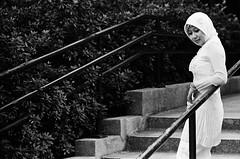 Girl in white (Nick Brawn (HK)) Tags: bw film hongkong iso400 fujifilm neopan400 kowloonpark leicamp