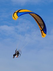 Prendre son envol *** (Titole) Tags: sky clouds paramotor paramoteur mauchamps friendlychallenges thechallengefactory storybookwinner titole écolefrançaisedeparamoteur nicolefaton