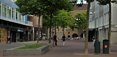 Pokémon Gekte (josbert.lonnee) Tags: pokémon people mensen gekte drukte smartphones outdoor street plein square