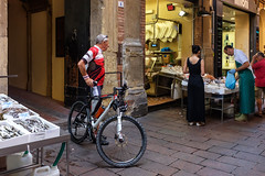 "Bologna - Il ""quadrilatero"" - Via Drapperie (Massimo Battesini) Tags: fujifilm100s fuji x100s finepix finepix100s fujifilmx100s nationalgeographic worldtrekker worldcitycenters market marché mercato bazar bazaar bicicletta vélo bicycle biciclettes bicicletas biciclette bike bikes centrostorico zentrum centreville centromedievale centremédiéval medievalcenter centromedieval bologna emiliaromagna italia it città ville city stadt town ciudad photographiederue streetphotography fotografiaderua photosdelavie escenacallejera pesce pescheria pesci pescado spesa poisson poissons poissonerie ilquadrilatero viadrapperie italy italie italien europe europa"