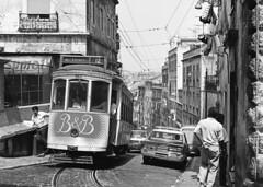 Carris 613 lijn 12 Lisboa (peter.velthoen) Tags: neg06312 lisboa carris blackandwhite monochrome tram datsun krant newspaper mamiya645 degazet jornal elctrico wattman trambestuurder condutorelctrico belacidade road taxi alley