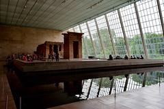 Temple of Dendur (ema_leo) Tags: metropolitanmuseum newyork water light riflessi luci met d90
