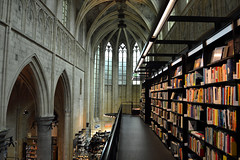 Buy a book in Maastricht (silvia.vaghini) Tags: church library book libreria maastricht new nuevo nuovo