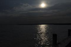 Noche en el da (Jo March11) Tags: austria sterreich neudsiedlamsee lago neudsiedlersee sol agua luz nubes nwn ieletxigerra idoiaeletxigerra eletxigerra canon canoneos subexposicin