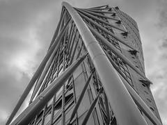 Turning Torso, Malm (s_p_o_c) Tags: arkitekt arkitektur architect architecture santiagocalatrava turningtorso hsb bo01 vstrahamnen malm skne sweden sverige skyscraper