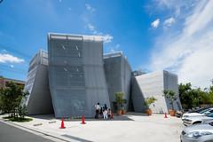 Exterior view of Nakamachi Terrace (なかまちテラス) (christinayan01) Tags: library tokyo architect building sanaa kazuyo sejima perspective