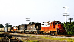 Train PL-3 Westbound in Paducah KY (hardhatMAK) Tags: kodachrome64 scannedslide kentucky pal pal7916 emdgp8 pal3044 emdsd402 pal3051 pal8278 emdgp10 trainpl3 westbound paducah 611989