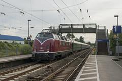 v200_033_dellwig_HPO3379 (podo-foto) Tags: podo podofoto eisenbahn verkehr lokomotive lok diesel diesellokomotive v200 v200033 sonderzug grossdiesel essen dellwig personenzug westfalendampf onwheels oberhausen
