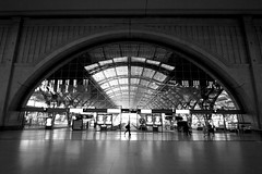 Leipzig Hauptbahnhof promenade (daniel_james) Tags: 2016 leipzig saxony germany europe canon1022mm trainstation hauptbahnhof blackandwhite monumental