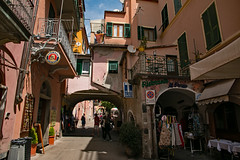 Cinque Terre, Monterosso (Kurtsview) Tags: italy cinqueterre monterosso village architecture shops shopping cafe street outdoor cannon 70d unesco