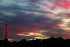 Atardeciendo (h.m1505) Tags: paris concorde atardecer cielo nubes torre eiffel tour france canon silueta