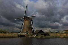 Pays-Bas -  - Kinderdijk - moulins avant l'orage (AlCapitol) Tags: paysbas kinderdijk moulin orage nuage thunderstorm cloud canal mill nikon d800 paysage landscape