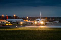 Lineup (Cirill Schnelli) Tags: light airport nikon nacht swiss zurich jet iso boeing zürich flughafen lichter 737 a320 d800 kloten startbahn runnway hubschrauberswissjetzürichswisssunsunsetschweizswitzerlandzrhlszhdockbaairsidecentercentera330newliverydunstfrühlingmärz