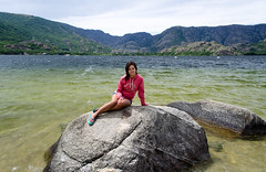 (Ral Villaln) Tags: park portrait lake mountains color green beach water girl female forest landscape spain nikon rocks colorful natural zamora sanabria d5100 raulvillalon