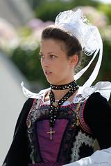 Breizh (zebrazoma) Tags: portrait costume folklore breizh 70200 f28 breton d4 portmanech coiffe bretonne flickraward nikonflickraward