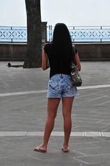 rckwrtige Ansichten (rmh2008) Tags: italien italia bella assisi umbria bellezza ragazza italiana schnheit italiane umbrien bellaragazza bellegambe hbschebeine hbschesmdchen bellaitaliana schneitalienerin