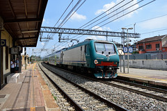 E464.595 SFM3 4322 a Collegno(TO) (simone.dibiase) Tags: e464 servizio ferroviario metropolitano linea tre 3 torino porta nuova collegno bardonecchia susa xmpr trenitalia train station stations rail rails railway railways italy italia france francia loco locos locomotive locomotiva ferrovie dello stato italiane fs 595 4322