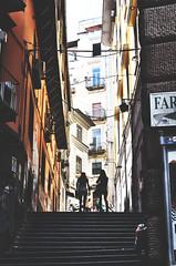 IMGP3657 (maurizio siani) Tags: napoli naples italia italy pentax k30 napoletani sud 2016 estate summer persone gente napoletane stranieri turisti aperto sole luce light salire gradini donne ragazze controluce alzate luglio piazzetta duca daosta augusteo finestre balcone finestra balconi spalle dietro quartieri spagnoli
