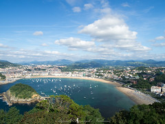 San Sebastian bay (Alejandro Hernández Valbuena) Tags: baie euskadi spanish coast seat spain concha donostia tourism port houses boats space harbour sea place bastien bay beach basque pays sansebastian clouds