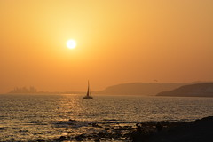 Gran Canaria sunset (brianniemantsverdriet) Tags: sun sunset photography gran canaria boat boot sea zee beach strand view uitzicht zon water nikon love buildings verte distance bergen mountains 2016 d5200 kids wave golf sailboat zeilboot lovely