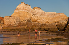 Algarve - low tide (Joao de Barros) Tags: barros joão portugal algarve beach people maritime seascape summertime rock