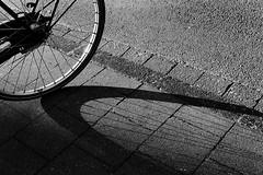Dark Side of Bike (Mugelone) Tags: analog canonfd canonfd50112l canon t90 sonya7r rodenstockaporodagon754d mnster bike fahrrad schatten shadow schwarzweis blackwhite