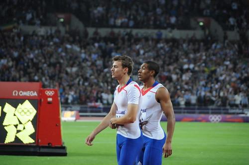 Christophe Lemaitre et Jimmy Vicaut après la fin du 4x100m des JO de Londres 2012