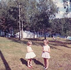Lger Tyresbo Rumskulla 1964 (Ankar60) Tags: old barn vintage children photo kid 60s foto child sweden swedish smland scanned sverige 1960s svensk 1964 fotografi lger gammal gammalt 60tal rumskulla svenskt tyresbo