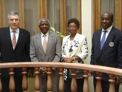 """Abidjan-rencontre avec l'OMS -mars2005 • <a style=""""font-size:0.8em;"""" href=""""http://www.flickr.com/photos/60886266@N02/7975755758/"""" target=""""_blank"""">View on Flickr</a>"""