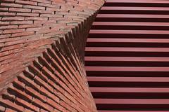 Torsade (dtail) (Pi-F) Tags: chemine texture brique rouge torsade dtail mur ligne gomtrique construction faade abstrait ombre lumire quilibre