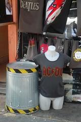 AC/DC (mistigree) Tags: londres portobello portobellomarket nottinghill angleterre acdc tshirt bowie
