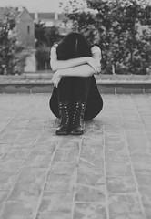 La barrera de la introversin (Mishifuelgato) Tags: introversion depresin aislamiento social tristeza blanco negro black white photography portrait retrato fotografa nikon d90 50mm 18 aire libre exteriores luz azotea arboles casa hojas ladrillos