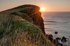 Acantilado al atardecer (ccc.39) Tags: asturias gozn verdicio loscampones cantbrico acantilados atardecer hierba mar horizonte solsunset