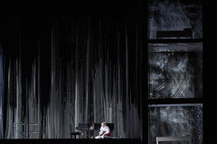 Turn of the Screw (s-clicks) Tags: milano italy it theturnofthescrew opera opern bühnenbild stagedesign scenography performingarts teatroallascala girodivite miahpersson ianbostridge jenniferjohnston allisoncook sebastian exalllucas pinto