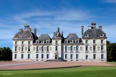 Chteau de Cheverny - Centre-Val de Loire (SergeK ) Tags: chateau sergek cheverny centrevaldeloire france vallee valley herg moulinsart marlinspike sologne vert ciel europe tintin milou