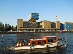 Berlin (Tobi NDH) Tags: building berlin architecture germany deutschland boot boat ship architektur spree schiff doramaar spreeufer nhowberlin stadtboot
