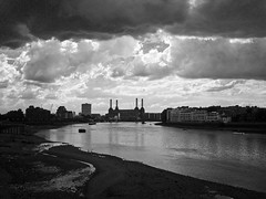 Battersea Power Station (Gary Kinsman) Tags: bw london thames clouds river blackwhite dramatic lowtide 2007 se1 batterseapowerstation vauxhallbridge