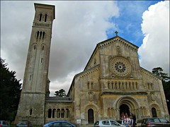 Wilton - Church of St Mary & St Nicholas (pefkosmad) Tags: church basilica wiltshire romanesque wilton lombardy parishchurch stmaryandstnicholas italianatechurch northsouthaxis wiltsweekend 18411844