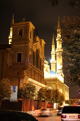 St. George  Maronite Cathedral and Hariris Mosque (Jack Sakabedoyan) Tags: lebanon church downtown muslim religion mosque bynight christianity beirut religions christians eglise beyrouth liban harirismosque stgeorgemaronitechurch