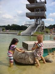 Strandbad (Kindergartenkinder) Tags: wasser dolls sommer kindra tivi annettehimstedt kindergartenkinder himstedtkinder naturbadolfen