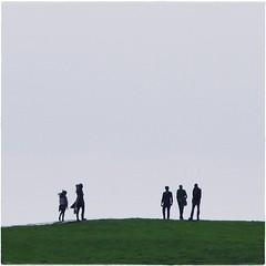2 : 3 auf 'm deich (bleibt fr dich) Tags: light people man men green silhouette square licht groen leute angle candid himmel menschen mann grn frau hemel mnner frauen dangast augenblick deich blickwinkel silhouetten betrachtung kwadratisch