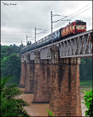 13302 Swarna Rekha Express over damodar river bridge (Raj Kumar (The Rail Enthusiast)) Tags: bridge nature water electric train canon river coach indian rail locomotive express passenger pillars railways raj girder kumar rekha dhanbad adra swarna 20626 21386 mughalsarai wam4 tatanagar damodar sudamdih chakradharpur bhojudih sx30is