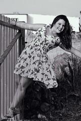 Fátima (Cristina Jiménez Ledesma) Tags: blue trees verde green smile field yellow azul hair model eyes árboles sitting village dress wind rustic pueblo viento modelo redhead amarillo ojos campo sonrisa sparrows fatima pelirroja smalltown vestido pelo fátima sesión gorriones rústico pueblerina