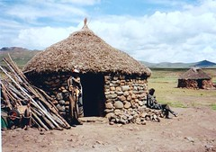 Lesotho, South Africa Feb 2000 (Dorsetized) Tags: roof house home village african relaxing peaceful huts leisure undeveloped localcustom remotelandscape unhurriedlifestyle traditionalafricanhome
