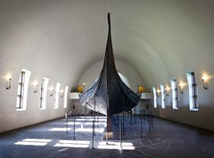The Viking Ship Museum (Vikingskipshuset) in Oslo, Norway (Maria_Globetrotter) Tags: cemetery grave oslo norway museum norge oak ship interior norwegen august goods nordic tune skip scandinavia mound viking archaeological finds vikingship eik 2012 tnsberg bygdy sandefjord vikingskipshuset oseberg borre gokstad vikingskip osebergskipet gabrielgustafson mariasweden